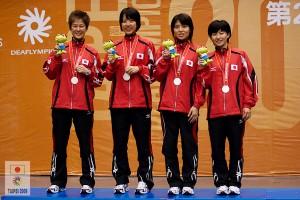 女子団体銀メダル表彰式