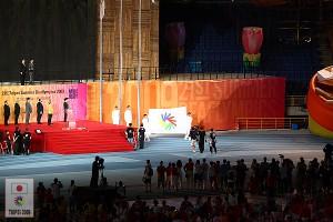 降ろされる国際ろう者スポーツ委員会の旗
